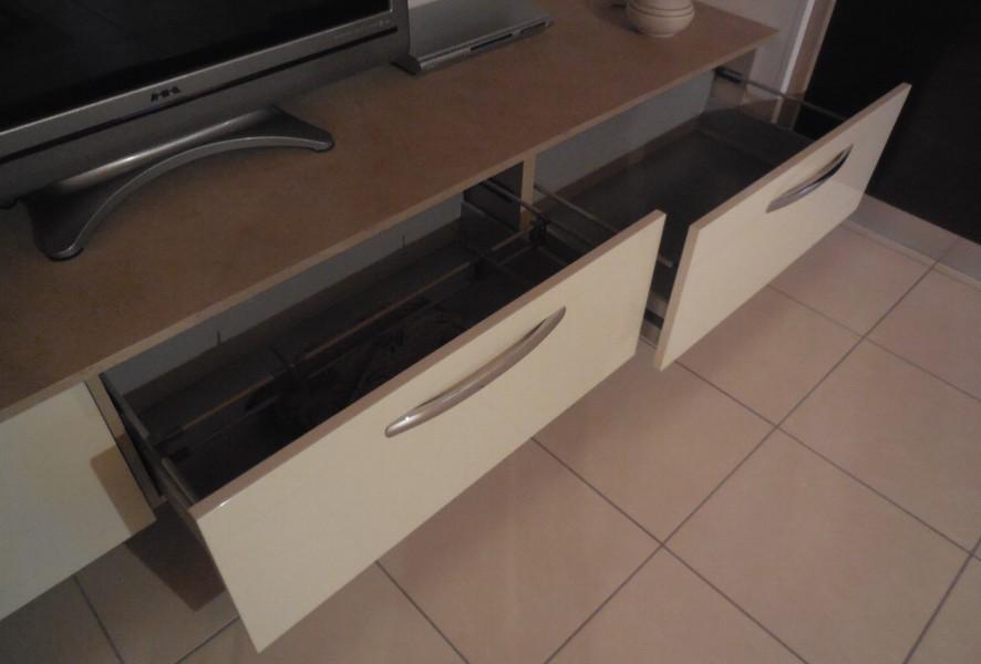 Cestoni della zona living della cucina outlet Fly - Luigi Fontana Arredamenti Lissone -