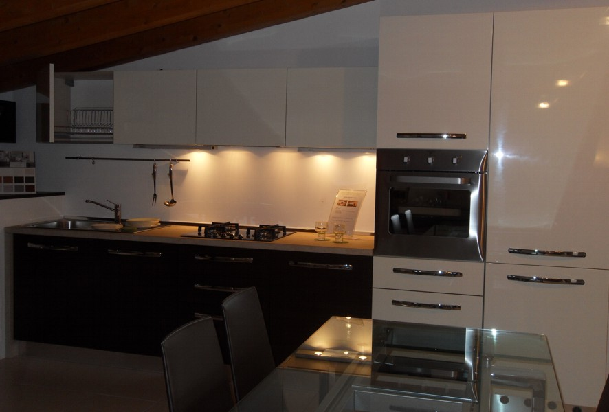 Cucina fly 3 luigi fontana arredamenti lissone for Fontana arredamenti