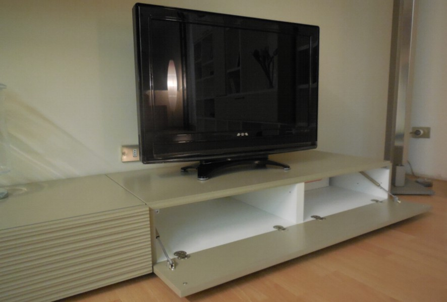 Base a terra con cestone a ribalta del soggiorno moderno outlet Mood - Luigi Fontana Arredamenti Lissone -
