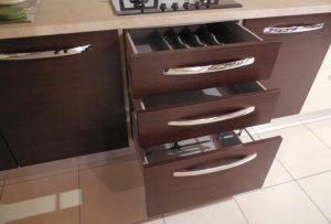 Cassetti sotto piano cottura della cucina outlet Fly - Luigi Fontana Arredamenti Lissone -